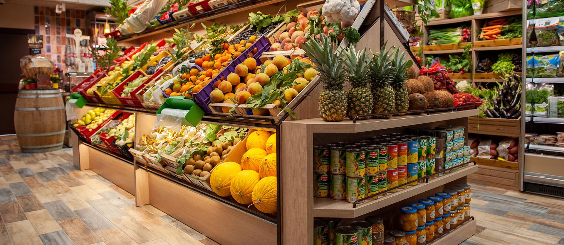 Esposizione di frutta e verdura nella GDO (Grande Distribuzione Organizzata)